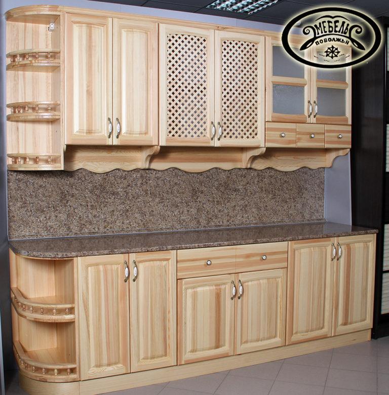 Классическая кухня с фасадами из массива